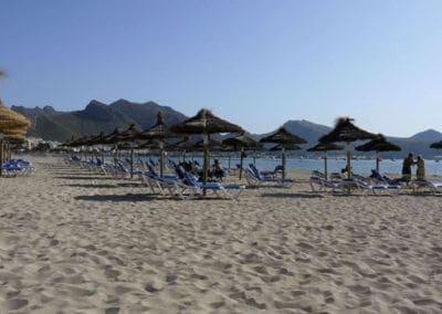 beach_port_pollenca_parasols